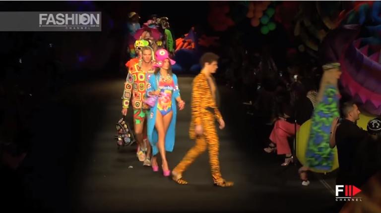Показ круизной коллекции Moschino весна-лето 2017, видео
