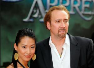 На фото Николас Кейдж с женой Элис Ким