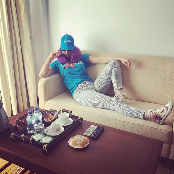Фото Кэти Перри в номере отеля во время поездки по линии ЮНИСЕФ