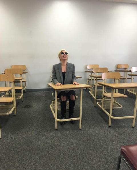 Леди Гага : фото перед сдачей экзамена на водительские права, июль 2016