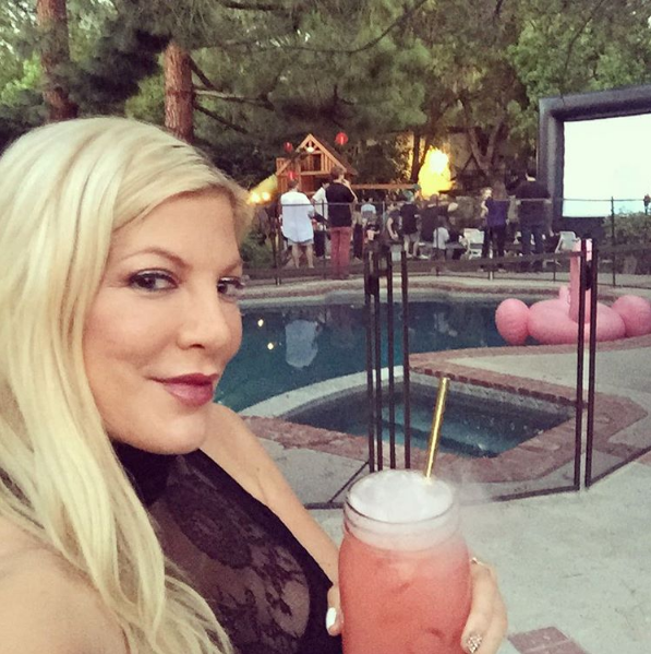 Тори Спеллинг фото вечеринки в её доме, лето 2016, Инстаграм