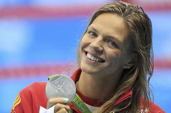 Фото Юлии Ефимовой с серебряной медалью, Олимпиада 2016