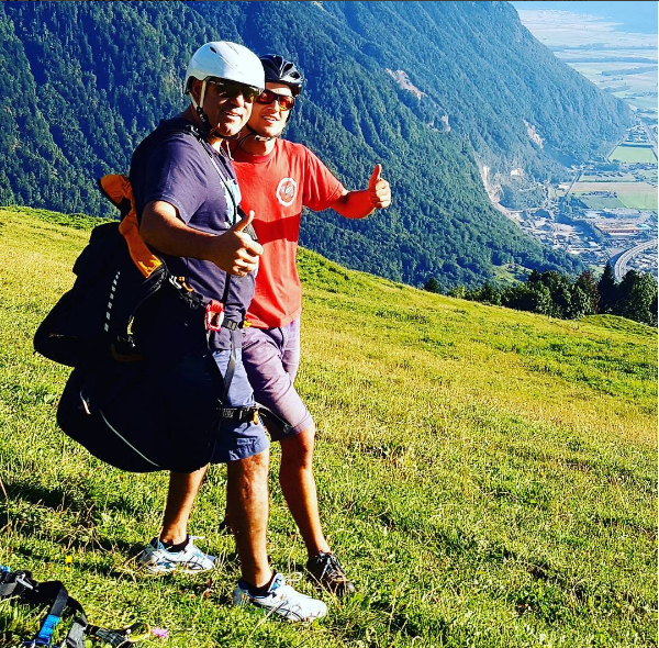 Фото Пригожина с инструктором перед полётом на параплане