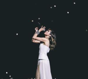 Фото Селены Гомес во время концерта в Revival World Tour 2016