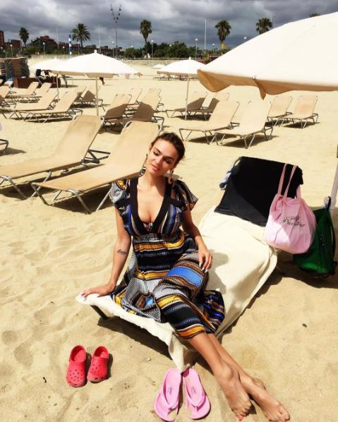 Фото Алены Водонаевой на пляже лето 2016, Барселона