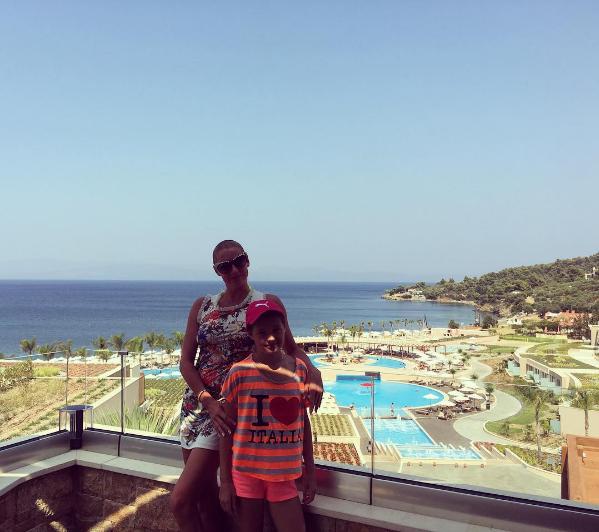 На фото Анастасия Волочкова с дочерью Ариадной в Греции лето 2016