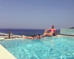 Анастасия Волочкова с Ариадной в бассейне отеля в Халкидики, фото август 2016