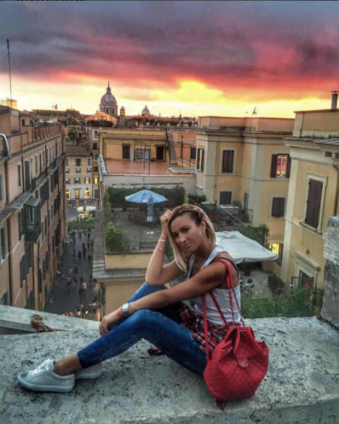 Ольга Бузова отправилась в Италию для ухода за мужем, фото