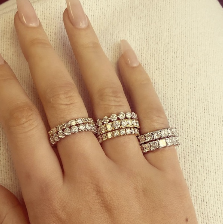 Фото из Инстаграма Игги Азалии - подарки от Френч Монтана, бриллиантовые кольца в количестве 7 штук