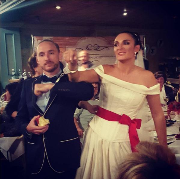 Елена Ваенга и Роман Садырбаев в день свадьбы, фото из Инстаграма дизайнера Игоря Гуляева
