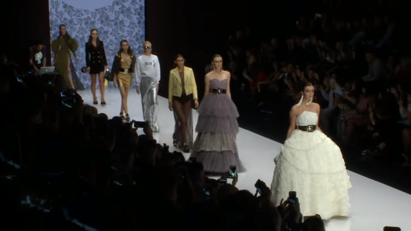 Показ Беллы Потемкиной на Неделе моды в Москве, весна-лето 2017, видео