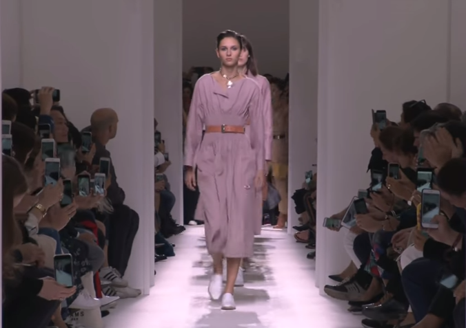 Модные показы Hermes, Eli Saab весна-лето 2017 на Неделе моды в Париже, видео