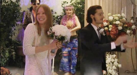 Шайя Лабаф и Миа Гот поженились, фото