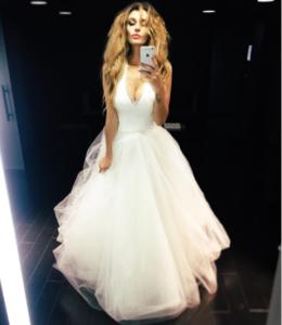Алена Водонаева фото в свадебном платье, иллюстрация к посту о расставании с Антоном Коротковым, октябрь 2016