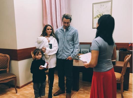 Брак Айзы Долматовой и Дмитрия Анохина зарегистрирован повторно