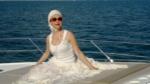 Фото Божены Рынски во время отдыха на море