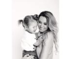 На фото из Инстаграма Элина Камирен (Карякина) с дочерью Сашей, ноябрь 2016