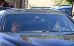 Фото Орландо Блума в машине с неизвестной брюнеткой