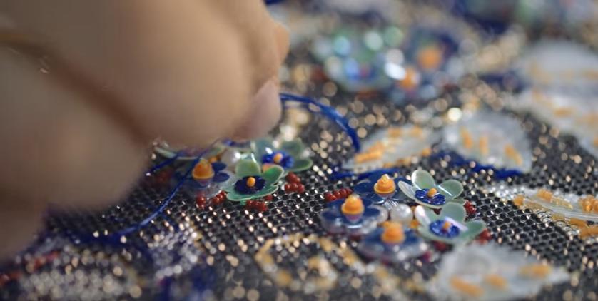 Закулисье высокой моды — создание коллекции Chanel Métiers d'Art , видео