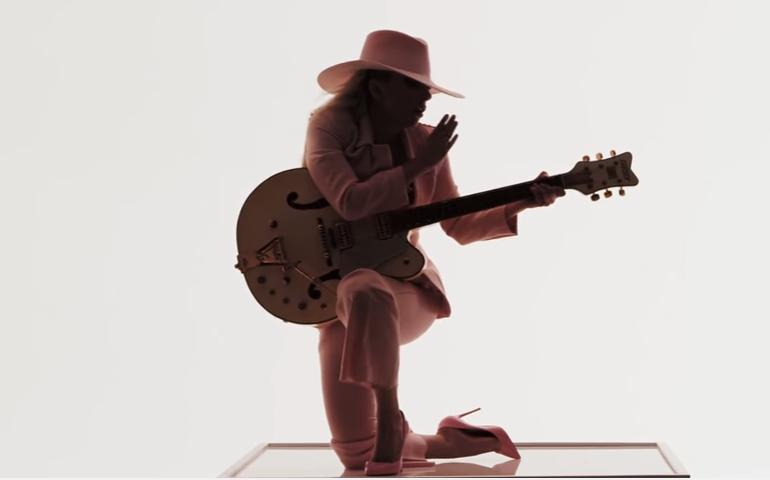 Леди Гага: песня «Million Reasons» видео