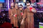 DNCE фото после выступления в канун Нового года на Таймс-сквер