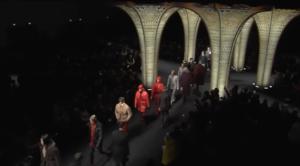 Фото показа мужской коллекции Версаче на Неделе моды в Милане