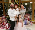 Семейное новогоднее фото 2017 Джигана и его жены Оксаны Самойловой с дочерьми