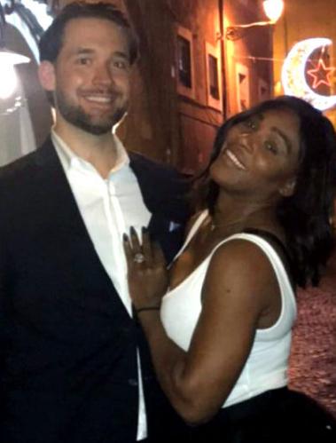 Фото Серены Уильямс с Алексисом Оханяном. На безымянном пальце теннисистки заметно кольцо с крупным бриллиантом