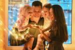 Фото Марии Адоевцевой 2017 в Инстаграме с Михаилом, дочерьми Варварой и Лизой