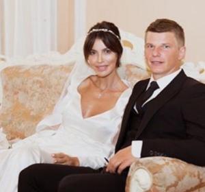 На фото из Инстаграма Андрей Аршавин и Алиса Казьмина в день свадьбы