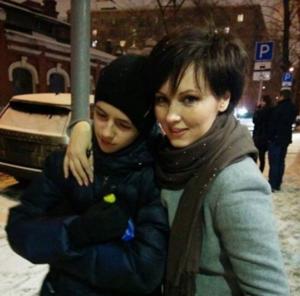 Актриса Елена Ксенофонтова с сыном Тимофеем, фото из Инстаграма