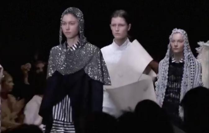 Неделя моды в Лондоне 2017: модные показы Burberry, Mary Katrantzou, видео