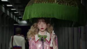 Модный показ Гуччи осень-зима 2017/2018, фото с Миланской недели моды