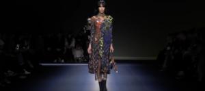 Фото показа осенне-зимней коллекции Версаче на Неделе моды в Милане в феврале 2017