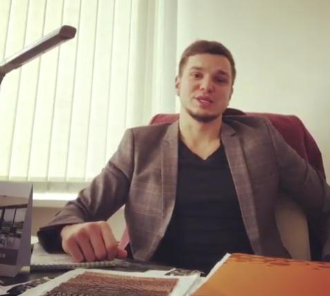 Антон Гусев рекламирует сервис «цветы в аренду»