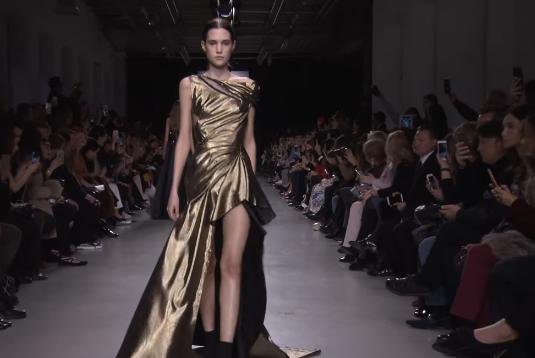 Валентин Юдашкин 2017: фотопоказа коллекции на Неделе моды в Париже