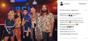 Фото группы DNCE с Ники Минаж (в шляпе) из Инстаграма Джо Джонаса