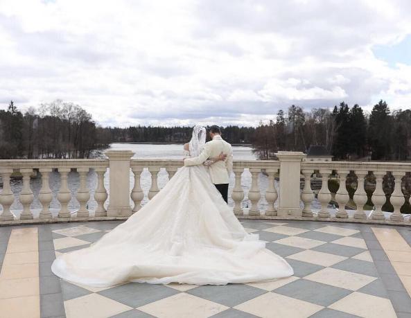 Рэпер Мот посвятил жене песню, видео со свадьбы