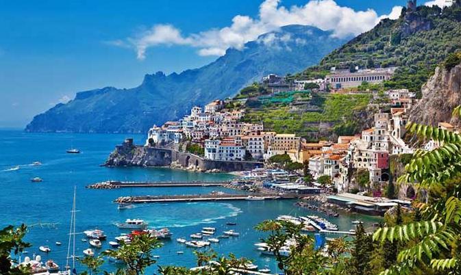 Портовый город Римини также является популярным курортом