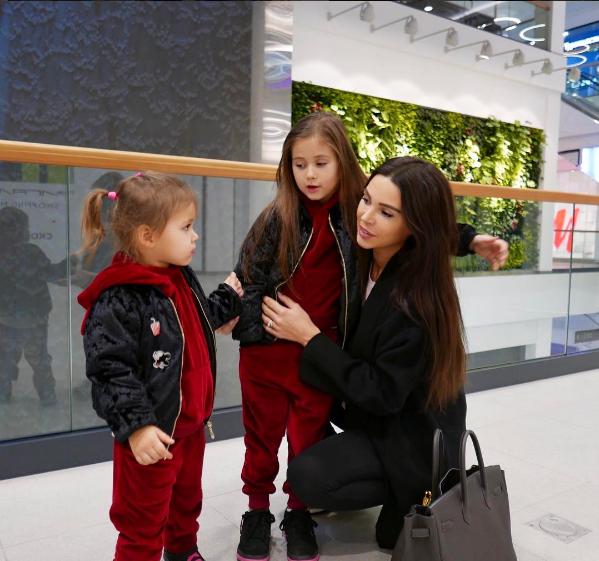 Оксана Самойлова со старшими дочерьми фото апрель 2017