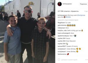 На фото из Инстаграма сыновья Бритни Спирс Шон и Джейден с Ником Джонасом
