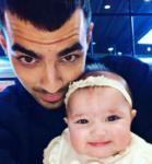 Джо Джонас и его племянница Валентина, фото май 2017