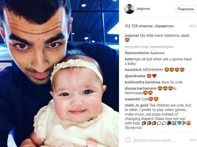 Джо Джонас и его племянница Валентина, фото май 2017 из Инстаграма