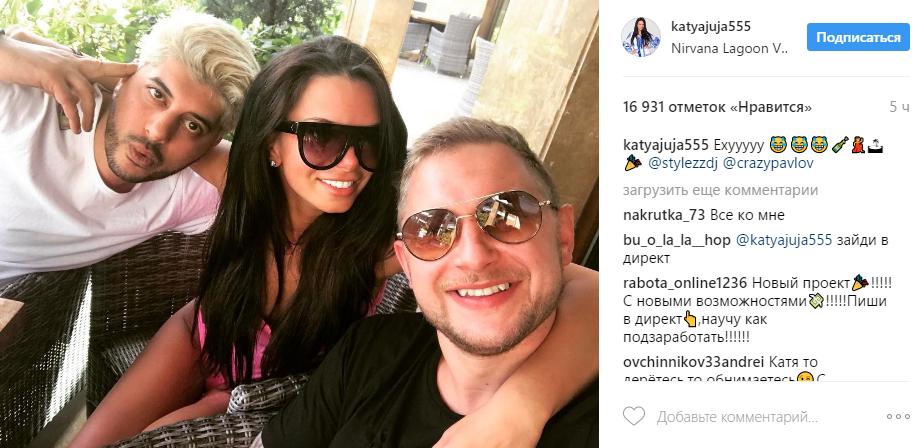 На фото из Инстаграма Катя жужа в обществе Кирилла Павлова и диджея STYLEZZ во время отдыха в Турции в мае 2017