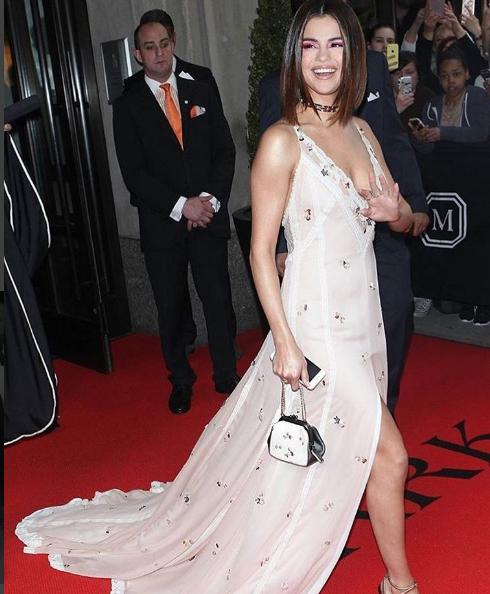 Селена Гомес фото во время Met Gala 2017