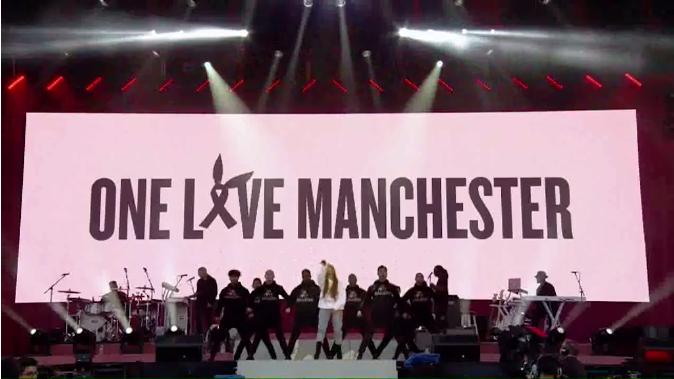 Ариана Гранде устроила концерт в память жертв теракта в Манчестере, видео