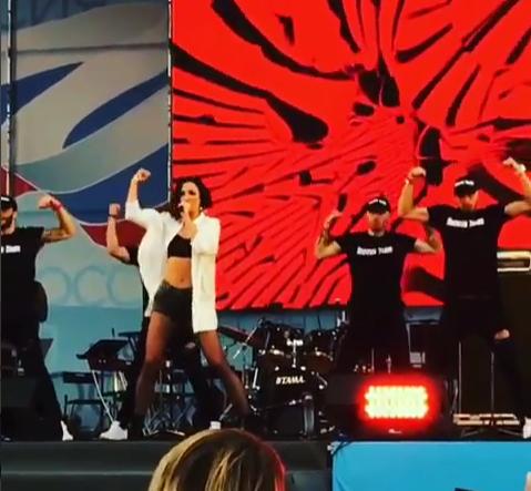 Ольга Бузова выступила с концертом в родном Петербурге 12 июня