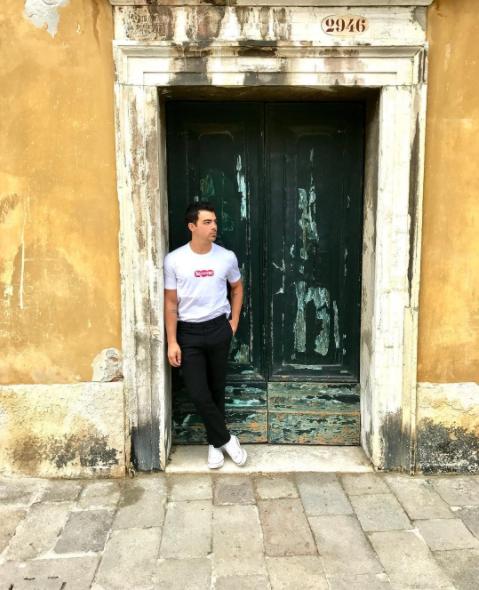 Джо Джонас фото 2017 в Венеции