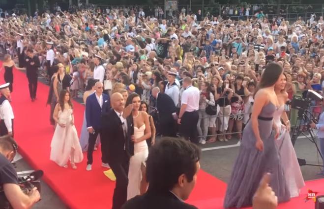 Закрытие Кинотавра-2017 в Сочи : красная дорожка, наряды звёзд, видео