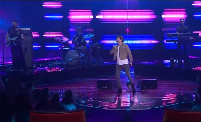 Найл Хоран исполнил «Slow Hands» в финале шоу «Голос», видео